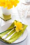 Ajuste de la tabla con las flores amarillas Imagen de archivo libre de regalías