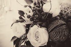 Ajuste de la tabla con las flores hermosas Fotografía de archivo libre de regalías