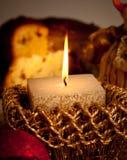 Ajuste de la tabla con las velas y las bolas Fotos de archivo