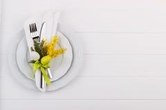 Ajuste de la tabla de cena de Pascua fotos de archivo