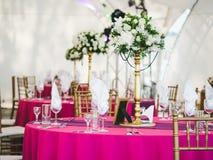 Ajuste de la tabla de la boda de la cena Imágenes de archivo libres de regalías