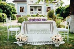 Ajuste de la tabla de la boda en estilo rústico Fotos de archivo
