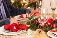 Ajuste de la tabla de la Navidad con las decoraciones del día de fiesta Fotografía de archivo