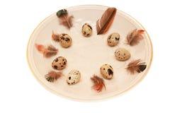 Ajuste de la tabla de Pascua con los huevos Imagen de archivo