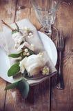 Ajuste de la tabla del vintage con las decoraciones florales Imagenes de archivo