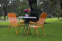 Ajuste de la tabla en el parque Imagen de archivo libre de regalías
