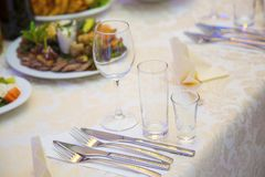 Ajuste de la tabla en un restaurante Fotografía de archivo