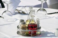 Ajuste de la tabla en un restaurante Fotos de archivo