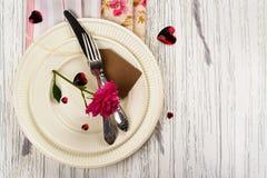 Ajuste de la tabla de las tarjetas del día de San Valentín Fotos de archivo