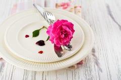 Ajuste de la tabla de las tarjetas del día de San Valentín Imagenes de archivo