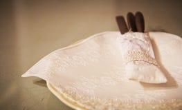 Ajuste de la tabla para el estilo de cena fino del vintage Imagen de archivo