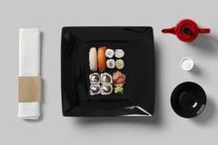 Ajuste de la tabla para el sistema del sushi Imagenes de archivo
