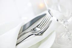 Ajuste de la tabla para la cena fina Imágenes de archivo libres de regalías