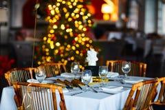 Ajuste de la tabla para la fiesta de Navidad Foto de archivo libre de regalías