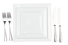 Ajuste de lugar com placa, a faca & a forquilha high-gloss. Imagem de Stock Royalty Free