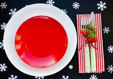 Ajuste de lugar com a placa vermelha vazia, Natal da tabela do Natal de Imagens de Stock