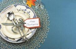 Ajuste de lugar da tabela de jantar da ação de graças do vintage com espaço da cópia. Fotos de Stock