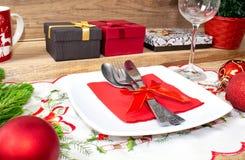 Ajuste de lugar da tabela do Natal Fundo festivo imagem de stock royalty free