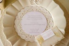 Ajuste de lugar do menu do jantar de casamento Fotos de Stock Royalty Free