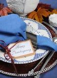 Ajuste de lugar feliz da mesa de jantar da ação de graças do estilo do vintage - close up Fotos de Stock