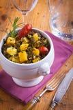 Ajuste de lugar que contem a batata e a couve galega Foto de Stock Royalty Free