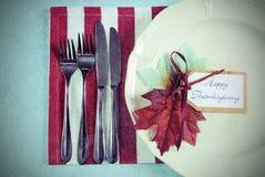 Ajuste de lugar retro da mesa de jantar da ação de graças do vintage Foto de Stock