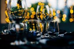 Ajuste de lujo de la tabla para las bodas y los eventos sociales foto de archivo libre de regalías
