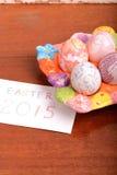Ajuste de Pascua con la decoración de la caja y de la primavera de regalo Imagen de archivo libre de regalías