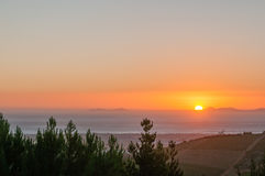 Ajuste de Sun através da baía falsa Foto de Stock