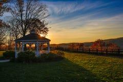 Ajuste de Sun na área aberta do parque Imagem de Stock Royalty Free