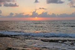 Ajuste de Sun no mar Mediterrâneo foto de stock royalty free