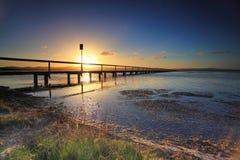 Ajuste de Sun no molhe longo, Austrália imagens de stock