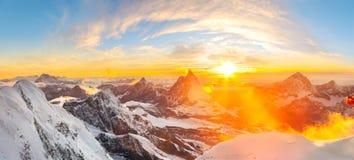 Ajuste de Sun perto de Matterhorn Foto de Stock Royalty Free