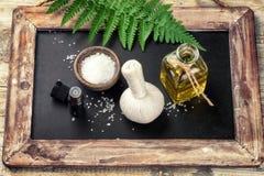 Ajuste del balneario con los accesorios del tratamiento de la belleza Concepto de la salud Imagen de archivo libre de regalías