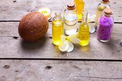 Ajuste del balneario en colores amarillos y violetas Imagen de archivo libre de regalías