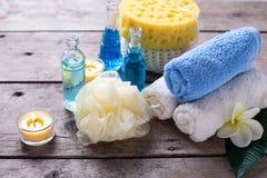 Ajuste del balneario en colores azules, amarillos y blancos Foto de archivo libre de regalías