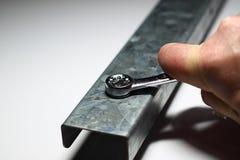 Ajuste del tornillo con la llave inglesa Foto de archivo libre de regalías