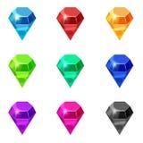 Ajuste diamantes isolou cores diferentes no fundo branco, estilo dos desenhos animados, ilustração do vetor ilustração do vetor
