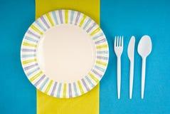 Ajuste disponible del dishware de la comida campestre Imágenes de archivo libres de regalías