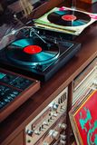 Ajuste do equipamento audio, dos jogadores de registro, dos amplificadores, do rádio e dos registros de vinil fotos de stock