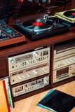 Ajuste do equipamento audio, dos jogadores de registro, dos amplificadores, do rádio e dos registros de vinil imagens de stock royalty free