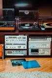 Ajuste do equipamento audio, dos jogadores de registro, dos amplificadores, do rádio e dos registros de vinil foto de stock royalty free