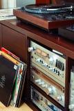 Ajuste do equipamento audio, dos jogadores de registro, dos amplificadores, do rádio e dos registros de vinil foto de stock