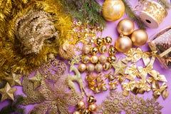 Ajuste do Natal e dos brinquedos e do ouropel do ano novo para a decoração foto de stock royalty free