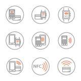 Ajuste dos ícones do nfc que caracterizam o cartão do pagamento do smartphone e do banco, pulso de disparo esperto no círculo, mo ilustração stock