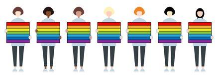 Ajuste dos caráteres fêmeas da raça diversa que guardam uma tabuleta do arco-íris A comunidade de LGBTIQ Direitos das mulheres ilustração do vetor