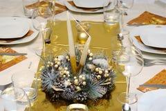 Ajuste dourado luxuoso da tabela Fotos de Stock Royalty Free