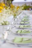 Ajuste e flores da tabela da decoração do casamento de praia Foto de Stock Royalty Free