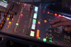 Ajuste el panel del interruptor del mezclador de sonidos Imágenes de archivo libres de regalías