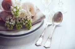 Ajuste elegante da mesa de jantar do casamento Foto de Stock